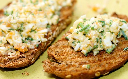 Jewish egg salad: http://www.downwardfacingdog.nl/streekbox/