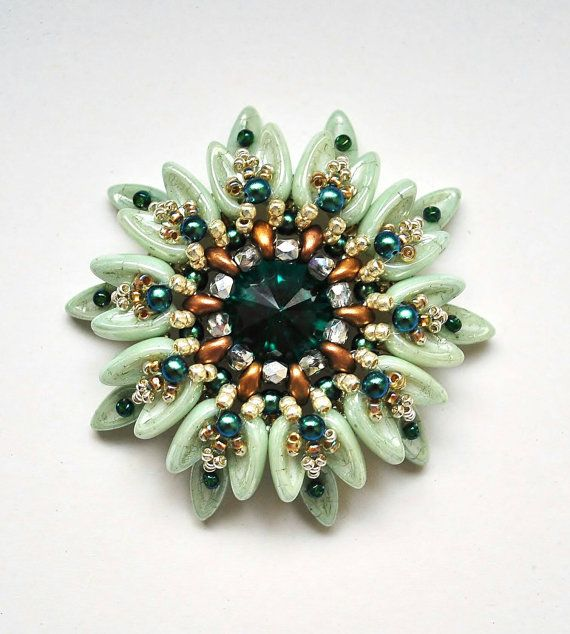 PATTERN This beading tutorial contains very detailed, step-by-step photographic…