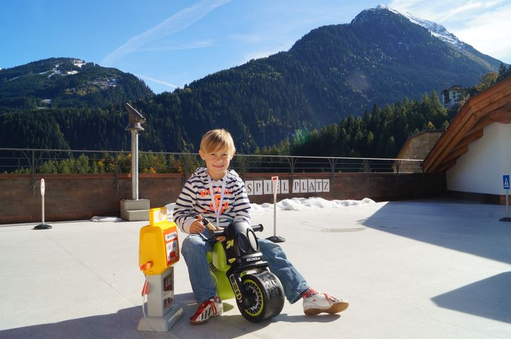 Playing in front of this awesome panorama! I wish I was a little child again! #STOCK*****resort Finkenberg/Tyrol
