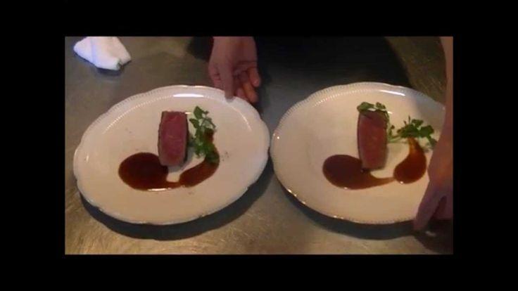 """神奈川県三浦郡葉山町にある ステーキレストラン そうまは、1975年創業のステーキだけの専門店です。  銘柄より肉質にこだわり おいしいお肉を 30万枚以上焼き上げた"""" 熟練の焼き """"がさらにステーキを美味しく仕上げます。  お肉が好きなら、お誕生日や結婚記念日に 葉山の山小屋風のくつろぎの空間の中でひとときを過ごされてはいかがでしょうか。  霜降り肉がお好きな方へは黒毛和牛を、赤身肉がお好な方へは豪州産牛を ... それぞれヒレ肉とロース肉とでご用意しております。  食べやすくカットしてお箸で味わう ... 自分でフォーク・ナイフを使って堪能する ... どちらでも お好みでお召し上がり下さい。"""