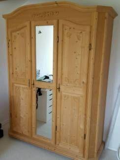 Massiver Fichtenholzschrank<br />Doppeltür mit Spiegel, innen Kleiderstange und Einlegeboden<br...,Bauernschrank 3türig Fichte massiv in Bayern - Ihrlerstein