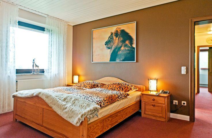 In der Afrika-Suite im AKZENT Hotel Cordes lässt der Farbenreichtum Afrikas grüßen. Warme Farben verschaffen der Suite eine angenehme und wohltuende Atmosphäre. Erleben Sie auf 60m² Großzügigkeit und viele Annehmlichkeiten!