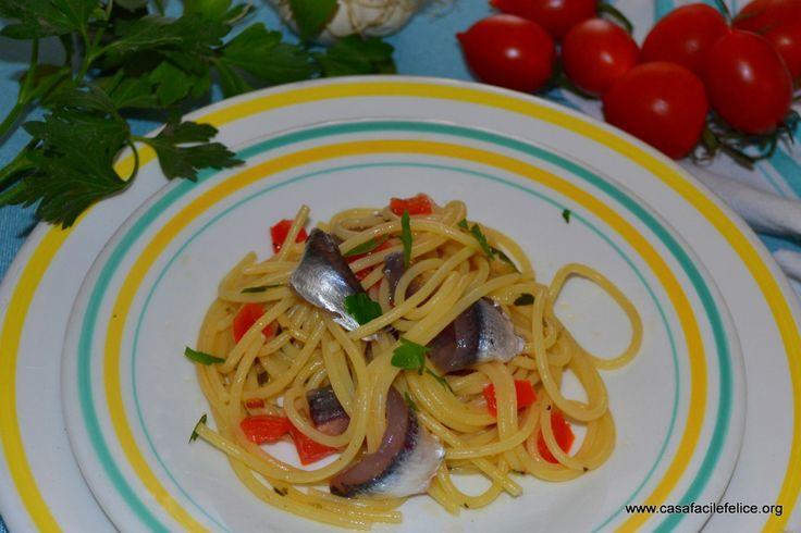 Spaghetti e alici (di menaica). on http://casafacilefelice.org
