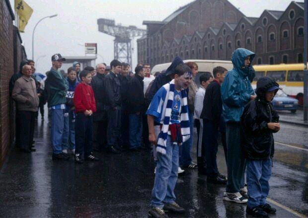 Greenock Morton fans waiting on a bus. (David Bauckham)