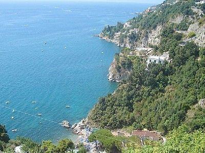 Ferienhaus: Il Nido di Cupido in Albori - Blick von Albori auf Marina di Albori. www.amalfi-ferien.de