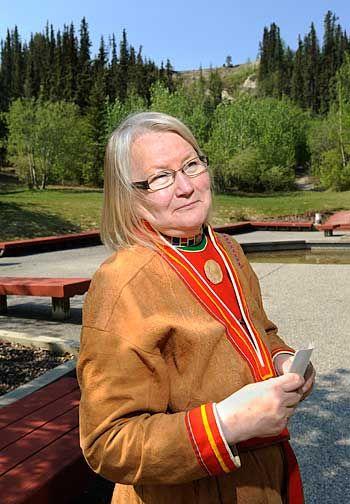 Laila Spik i skinnkolt, sválltja, Laila Spik wearing a traditional Lule Saami suede kirtle Photo: Ian Stewart