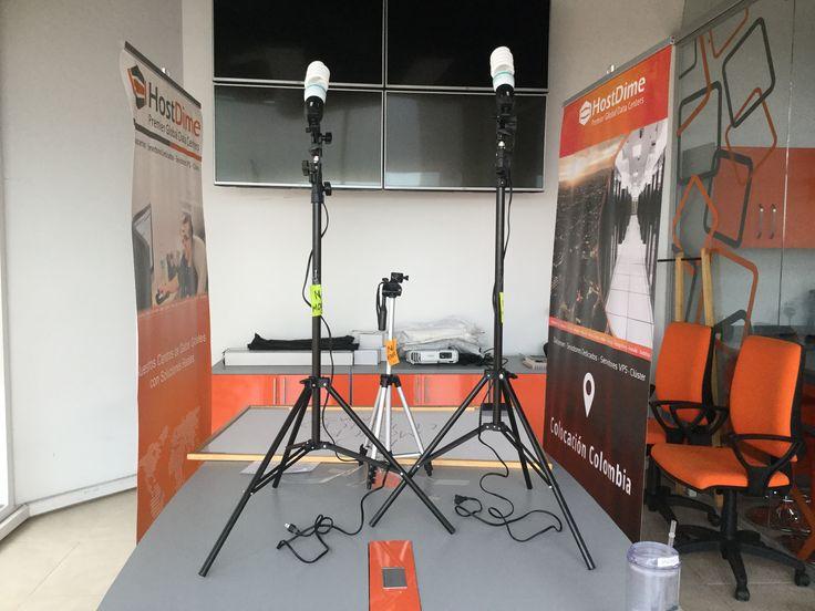 Preparando el set de grabación 📽 🎬 #HostDime #CamerasAction