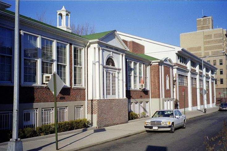 The Kew Forest School on Union Turnpike west of Queens Boulevard, Forest Hills, NY.
