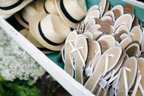 Detalhes para os convidados em casamento na praia. Fotos: Matheus de Castro