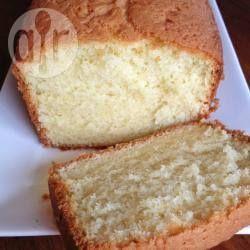 Gewone cake basisrecept ( varatie: voeg het rasp en sap van 2 citroenen toe plus 3 eetlepels maanzaad. Voor glazuur gebruik je het sap van een 3e citroen gemengd met poedersuiker)