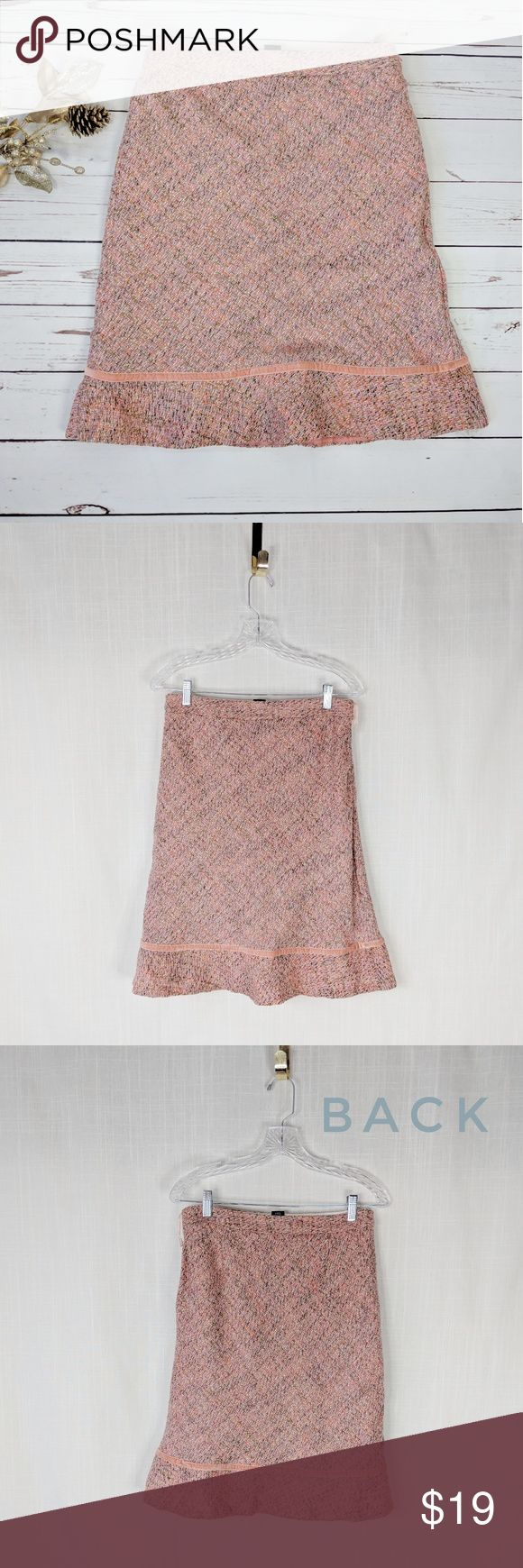 GAP • pink wool blend tweed straight skirt Gap tweed knee length straight skirt, pink wool blend, women size 6. Velvet trim along hem line, side zip closure, fully lined. Excellent condition, no obvious signs of wear.   MEASUREMENTS: Flat waist: 15.5 in Flat hips: 20 in Length 24 in GAP Skirts Pencil