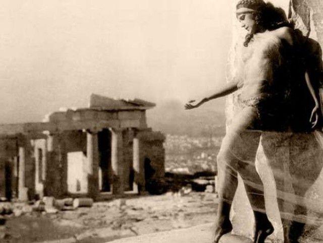 Η ιστορία της γυμνής φωτογράφισης στην Ακρόπολη το 1928. | RETRONAUT | Lightbox | LiFO