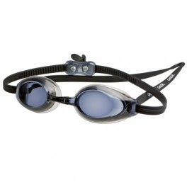 Gator Competition Okulary pływackie z korekcją Gator Competition przeznaczone są dla poważnych zawodników, którzy również noszą okulary. Te okulary posiadają bardzo niski profil boczny dla zachowania bardziej opływowego kształtu głowy. By został zachowany stylowy i profesjonalny charakter okularów soczewki zostały przyciemnione.