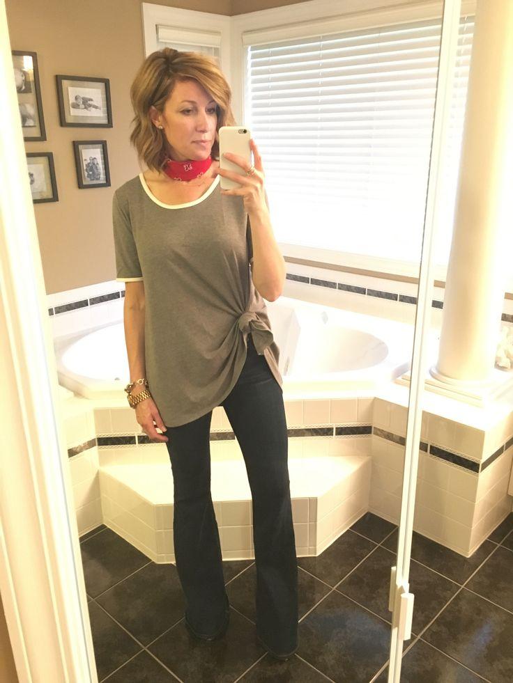 LuLaRoe Perfect Tee Styled 4 Ways. #Lularoe #MomBlog #NeckScarf
