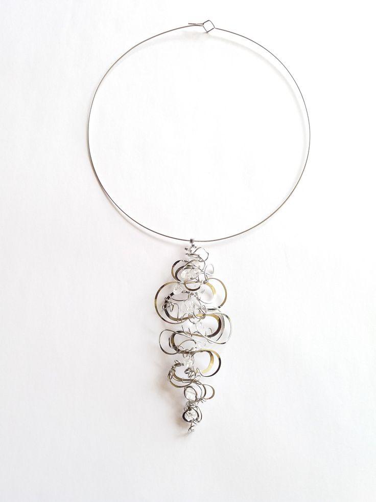 """Přívěsek+PR23+""""Metamorfózy""""+Autorský+šperk.+Originál,+který+existuje+pouze+vjednom+jediném+exempláři+z+kolekce+""""Metamorfózy"""".Svou+velikostí+je+nepřehlédnutelný.Vyniká+kouzelným+dynamickým+3D+tvarem,+množstvím+propracovaných+detailů+a+elegantním+osobitým+výrazem.Šperk+je+prostorový,+vzdušný,+nadčasový.+Je+prvoplánově+neuchopitelný+a+díky+tomu..."""