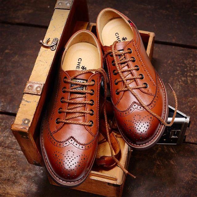 Новый 2016 мода законцовки крыла кожи мужская обувь бизнес формальные акцентом острым носом резные оксфорды старинные мужские квартиры обувь мужчины