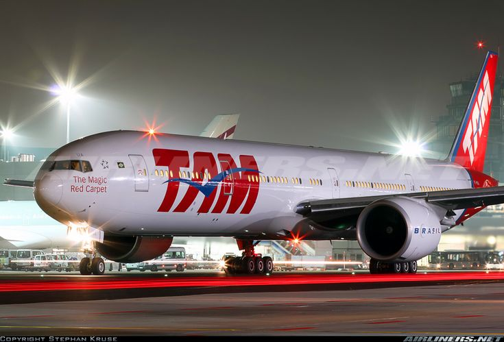 TAM  Boeing 777-32W/ER  (airliners.net)