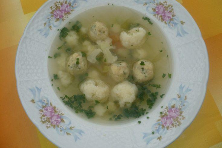 Květáková polévka s petrželkovými nočky