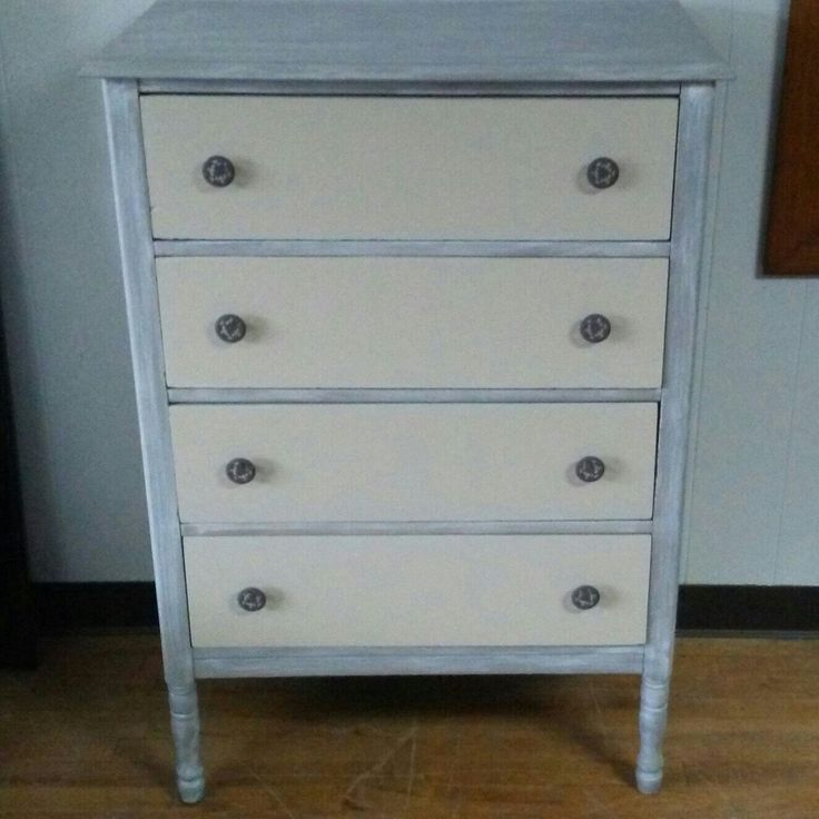 This farmhouse dresser is sold and will be heading for Miami. Yay! :-)