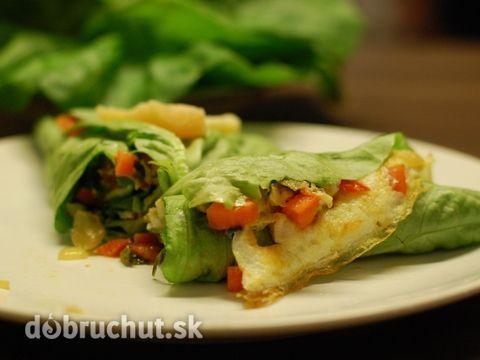 Fitness omeleta v šalátovom liste