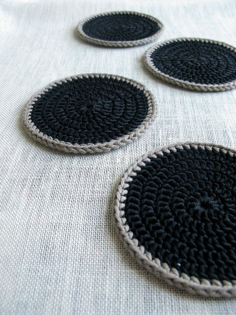 33 °C Coasters by terhimon, via Flickr Pin to remember the idea of simplicity, not that couldn't do this without pattern.