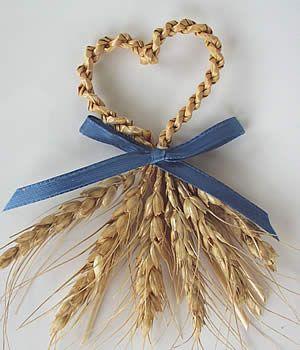 słoma http://www.pinterest.com/jperrone/wheat-weaving/     http://www.pinterest.com/siks3/wheat-weaving/ http://www.pinterest.com/markingpen/corn-doll-craft/