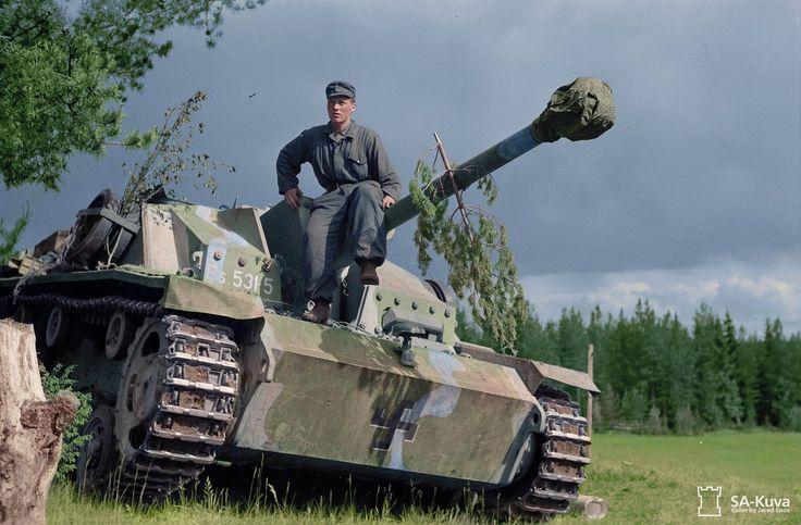 Finnish Corporal Lauri Leppänen sitting on his Sturmgeschütz StuG 40 (Ps.531-5). He destroyed three T-34's and one KV-1 as gunner of Ps.531-7 at Kuuterselkä on June 15, 1944, and ten days later one more T-34 as gunner of Ps.531-5 at Portinhoikka (Tali-Ihantala).