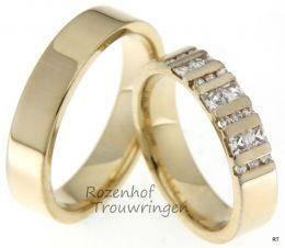 Werkelijk een juweel voor het oog, deze geelgouden trouwringen. De dames trouwring is bezet met 2 briljant geslepen diamanten van 0,12 ct. en 6 prinses geslepen diamanten van 0,3 ct.