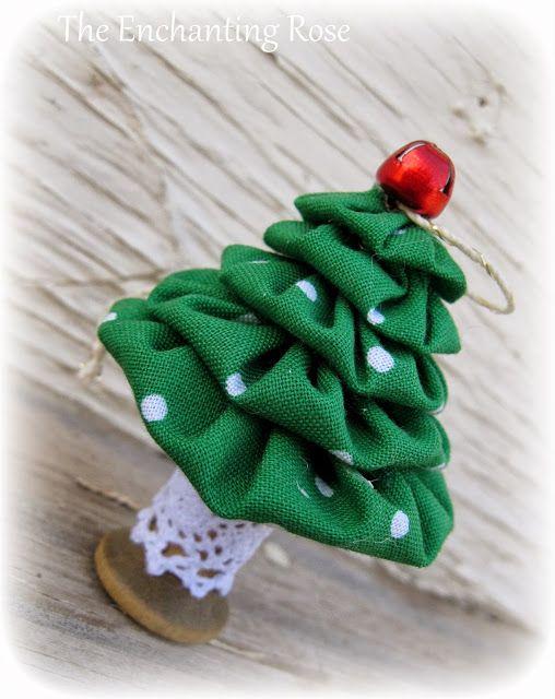 The Enchanting Rose: Yo-Yo Christmas Tree & Glitter Snowmen Ornaments
