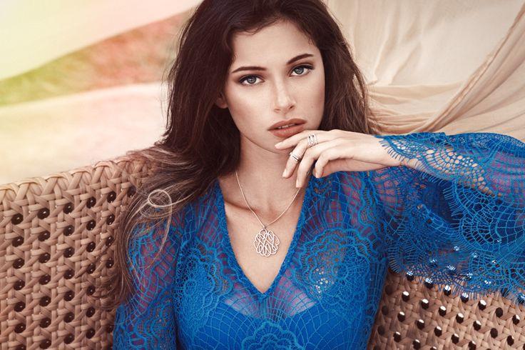 Depuis 1905, Altesse propose des bijoux de qualité irréprochable mêlant raffinement et délicatesse. Issus d'une des dernières fabrication française, les bijoux Altesse s'inspirent de l'univers de la haute joaillerie. Les bijoux Altesse : l'élégance à la Française.