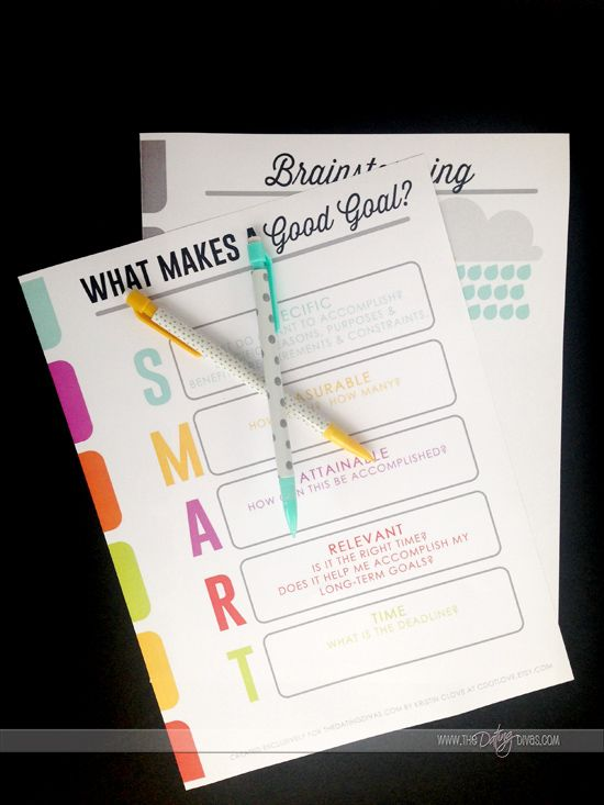 This new year it's time to get organized and make your goals SMART with these helpful goal printables from www.thedatingdivas.com