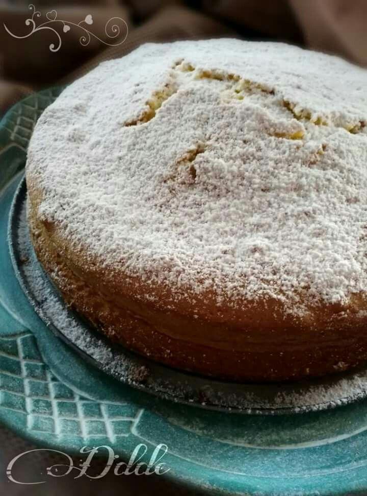 Una torta classica e raffinata nella sua semplicità.Profuma di buono,profuma di donna! Auguri amiche mie! http://www.dolcideliziedicasa.ifood.it/torta-margherita/