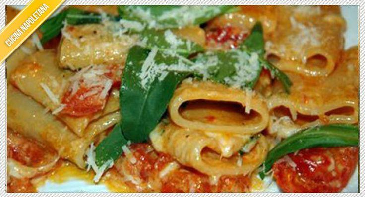 La ricetta dei paccheri allo scarpariello è molto semplice da preparare e ricorda le umili e semplici origini della cucina napoletana.