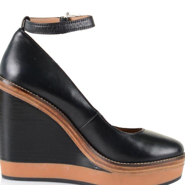 на высоком устойчивом каблуке, остроносые лаковые туфли на танкетке, плоские туфли с острым носом, остроносые лодочки в ретро-стиле с ремешком.