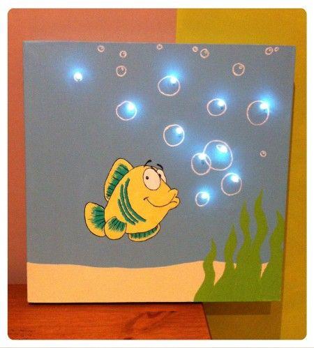 Voici encore une nouvelle toile lumineuse, cette fois-ci sur le thème &Poisson et bulle& 40 X 40 cm Motif du poisson peint à la main Détails: Je peut réaliser d'autres toiles lumineuses selon vos souhaits, avec un motif, une taille et des couleurs différentes....