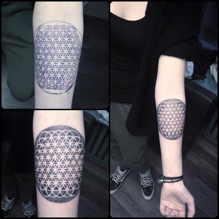 Redberry Tattoo Studio #tattoowroclaw #redberrywroclaw #redberrypoland #wroclawtattoo #amazingtattoo #toptattoo #inked #inks #poznan #opole #brzeg #berlinredberry #dresden #berlintattoo #renton #rentonstelmach #stelmach #mandala #detail #dotwork #black