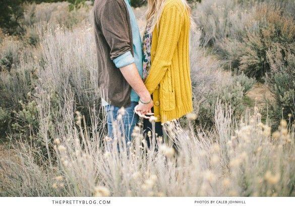 Holding hands | Engagement shoot | Photographer: Caleb John Hill