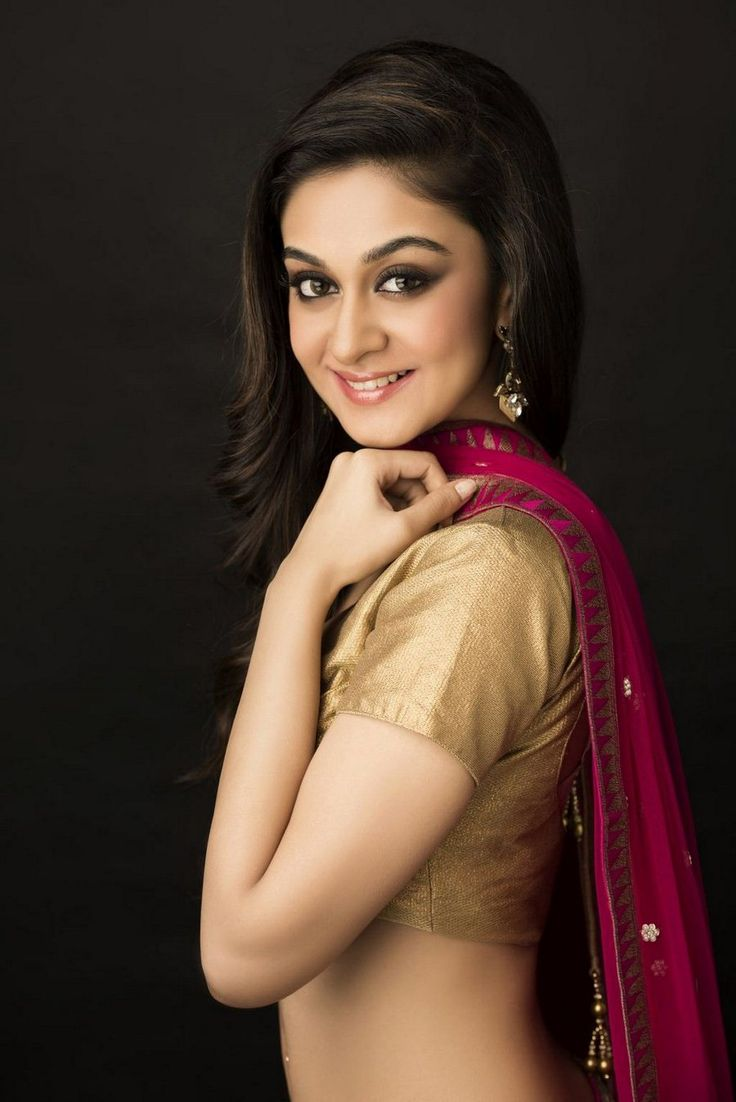 Aishwarya Arjun was born in Chennai, Tamil Nadu and is the daughter of Arjun Sarja. #AishwaryaArjun completed her schooling from Sacred Heart, Church Park in Chennai and went on to receive her Bachelor of Commerce degree from Stella Maris College, Chennai,before making her foray into films.She has a younger sister, Anjana.  http://laysalaysa.com/aishwarya-arjun/
