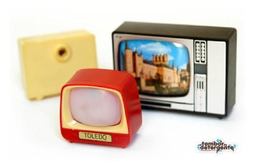 Mi turismo en los 80!! las teles que apretabas al botoncito para ver pasar fotos de lugares...chuladaaa!
