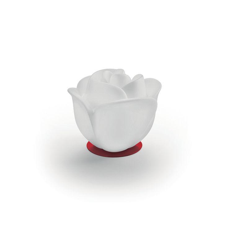 Articolo: 60716BAB-550Baby Love è una lampada da tavolo a forma di fiore gigante che ricorda una rosa, ideale per creare una decorazione ricca di fantasia in sala o in camera. La lampada da tavolo Baby Love è una vera scultura poetica sublimata da una luce sensuale. L'illuminazione morbida crea un'atmosfera molto di tendenza. Questo fiore luminoso in polietilene decora e mette in risalto i vostri ambienti in modo eccezionale. Una vera opera d'arte stravagante e ludica, da esporre a casa! La…
