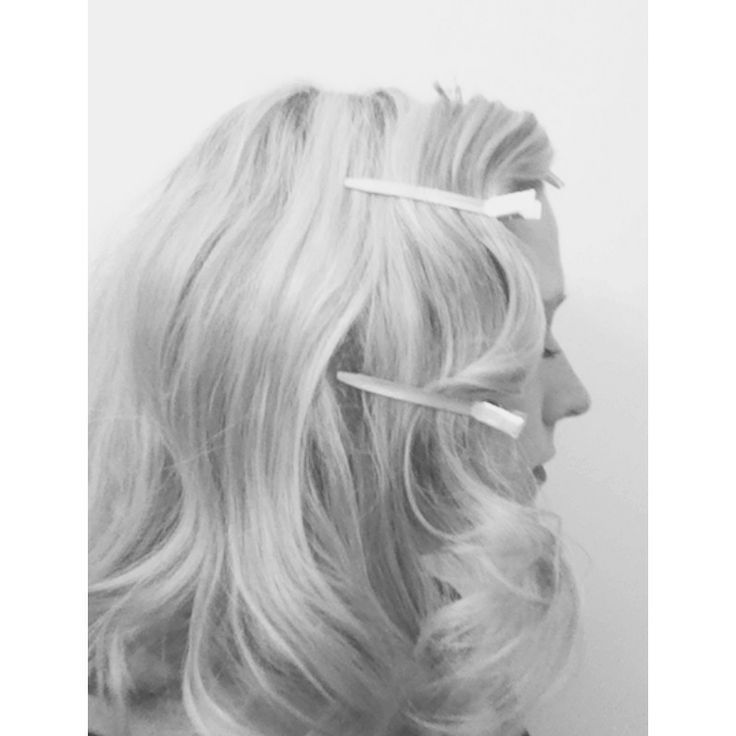 40s Hairstyles – Hollywood Waves, Chignon, Victory Rolls