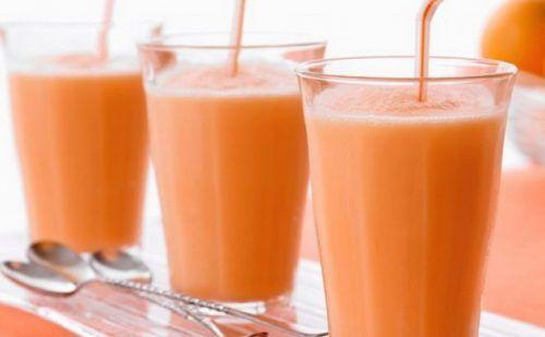 Această băutură scade pofta de mâncare, accelerează metabolismul și arde grăsimea, în timp ce tu dormi. Este recomandat să o consumi în locul mesei de seară, timp de o săptămână-două, iar rezultatele te vor uimi. Ingrediente: 1 grapefruit o lingură de miere de albine 2 linguri de oțet de mere Mod de preparare: Decojește grapefruitul …