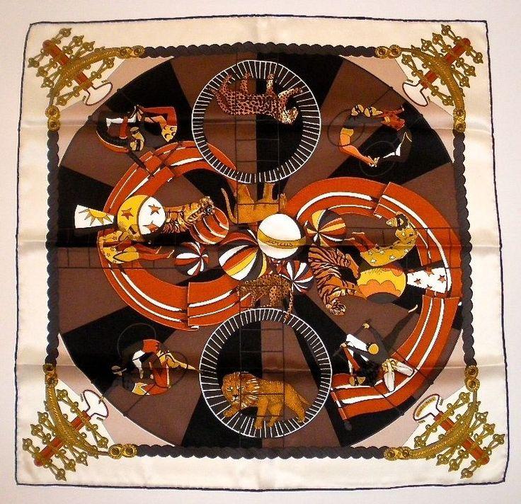 Hermès Foulard Tuch Carré Scarf « Circus » Soie Vintage by Annie Faivre 2013 Conçu par Annie Faivre en 1982. Sera réédité en 1988 et en soie vintage 70 cm en 2013. Monsieur Loyal, maître des pistes, n'a pas encore revêtu sa rutilante veste à brandebourgs. Bientôt, il présentera à grand renfort de trompettes et de cymbales les artistes et leurs numéros, et donnera sans doute la réplique au clown, toujours prompt à créer un joyeux désordre. Mais l'heure est à l'entraînement. Les étoiles d...