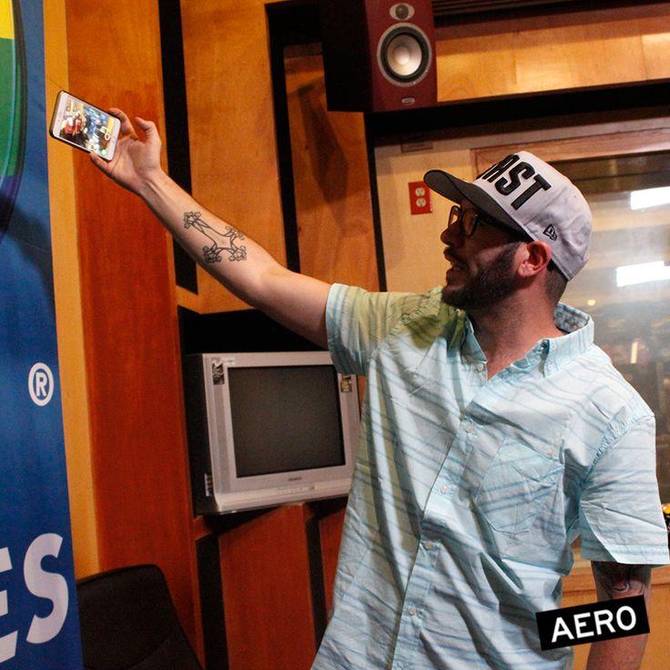 Convivencia de fans AERO con El Tlacuache en la cabina de Los 40 Principales México