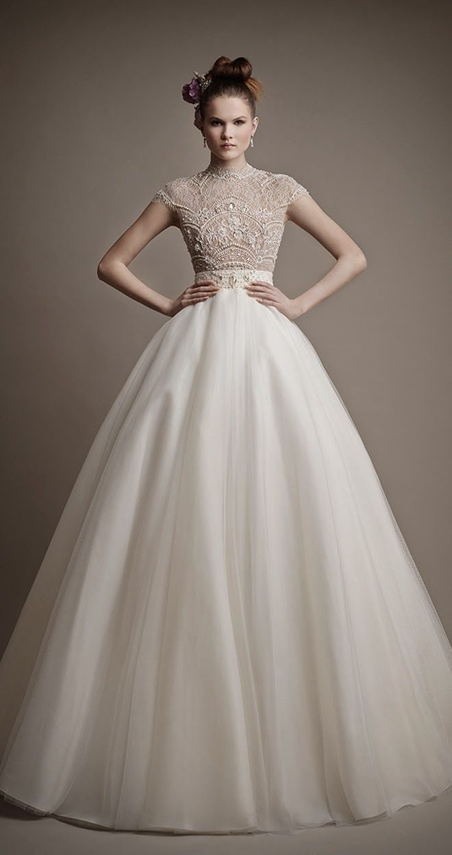 Bordado na parte de cima e tecido leve na saia = vestido de noiva perfeito! <3