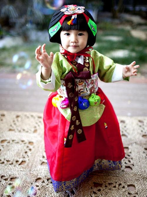 Baby girl's #hanbok #korea