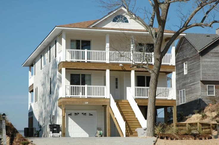 A perfect Outer Banks, NC 5-bedroom House rental in Kill Devil Hills located Soundfront.