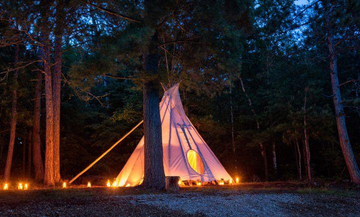 Goûtez au summum du #glamping en #Ontario. #Canada #InfinimentCanada #Camping