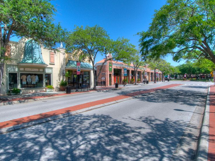 An upscale, open-air shopping district, Hyde Park Village is a trendy stop for anyone looking for the best of Tampa's arts and entertainment. Among Tampa's best restaurants and shops, a CineBistro recently opened, combining a movie theater with fine dining.