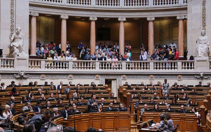 Deputado social-democrata Miguel Morgado denuncia no Twitter chumbo da proposta do PSD. O PSD já disse que vai votar contra o Orçamento de Estado.